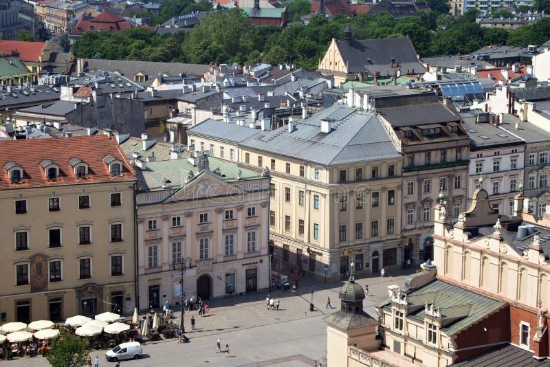KRAKÓW, POLONIA - 29 DE MAYO DE 2016: Vista aérea de la pieza occidental de la plaza del mercado principal de Kraków fotografía de archivo