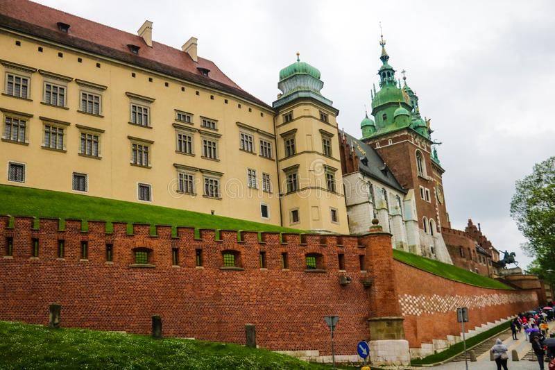 Kraków, Polonia - 21 de mayo de 2019: El castillo en la ciudad de Kraków de Polonia foto de archivo libre de regalías