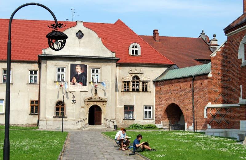 Krakau, Polen: De Binnenplaats van de Kerk van Corpus Christi stock fotografie