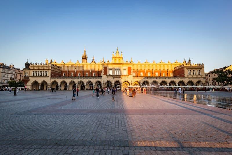 Krakau, Polen Der Stoff Hall im Sonnenschein Rom, Italien, Europa stockfotos