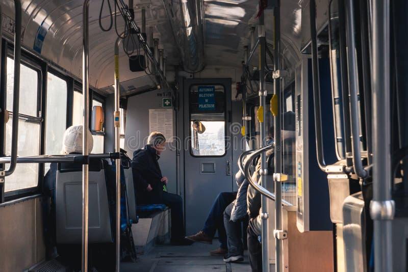 KRAKAU, POLEN die, 26 December, 2017 passagiers in semi reizen stock afbeelding