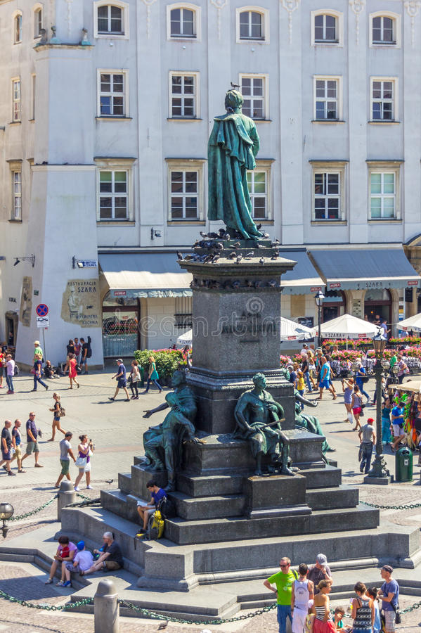 Krakau-Polen het Hoofdmonument van Marktadam mickiewicz stock afbeelding