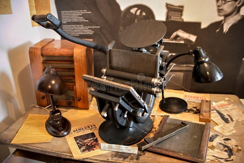 KRAKAU, POLEN - 27. MAI 2016: Alte ` Bostonka-` Druckmaschine als Teil der Ausstellung im Schindler-` s Fabrik-Museum lizenzfreies stockbild