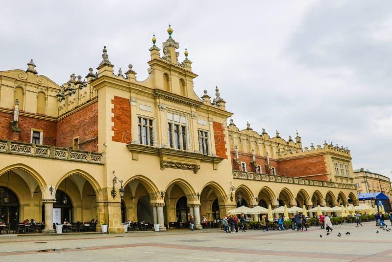 Krakau, Polen - 21. Mai 2019: Stoff Hall auf Hauptmarktplatz in Krakau stockbild