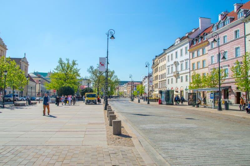 Krakau-Vorortstraße in der alten Stadt von Warschau stockbilder
