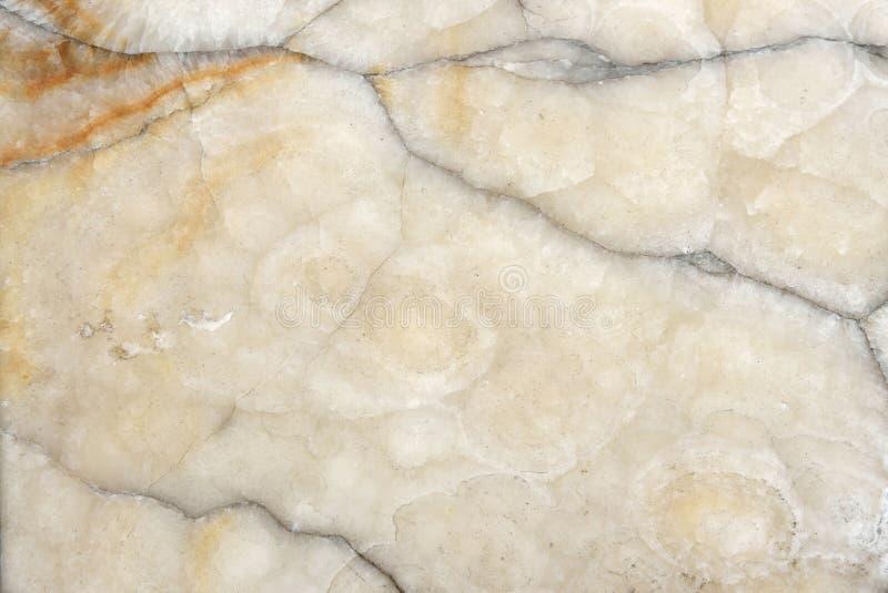Krakingowy beżu marmuru tekstury tło obraz stock