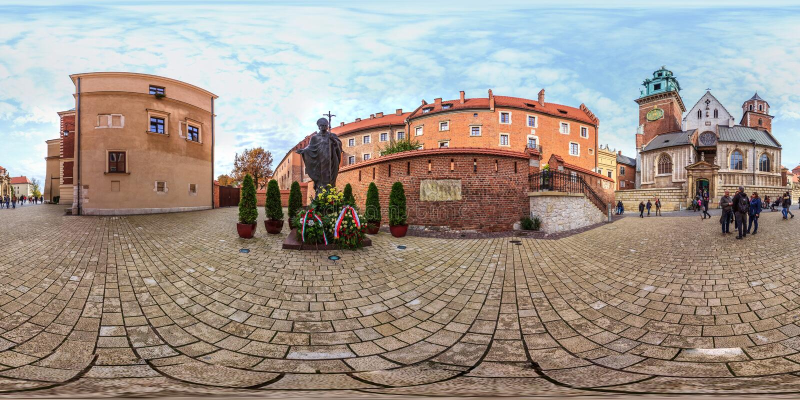 Krakov - 2018: Monument von Papst John Paul II in Krakau kugelförmiges Panorama 3D mit Winkel der Betrachtung 360 bereiten Sie fü lizenzfreies stockfoto