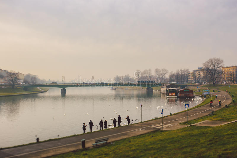 Krakow, Polônia uma opinião do lago, centro de cidade imagem de stock