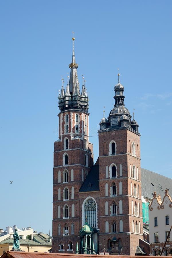 KRAKOW POLAND/EUROPE - SEPTEMBER 19: Basilika för St Marys i Krak arkivbild