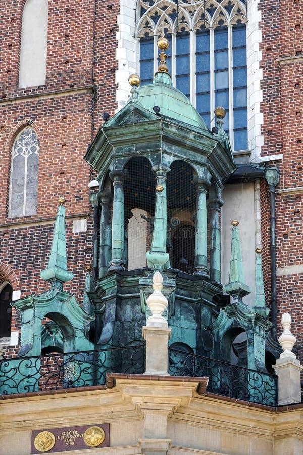 KRAKOW POLAND/EUROPE - SEPTEMBER 19: Basilika för St Marys i Krak arkivfoto