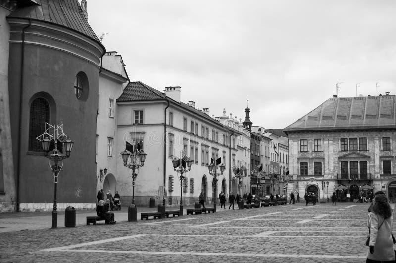 Krakow, Poland Maly Rynek em preto e branco fotos de stock