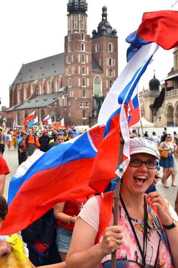 KRAKOW POLEN - JULI 27, 2016: Världsungdomdag 2016 Internationell katolsk ungdomregel Ungdomarpå huvudsaklig fyrkant i Krakow arkivbild