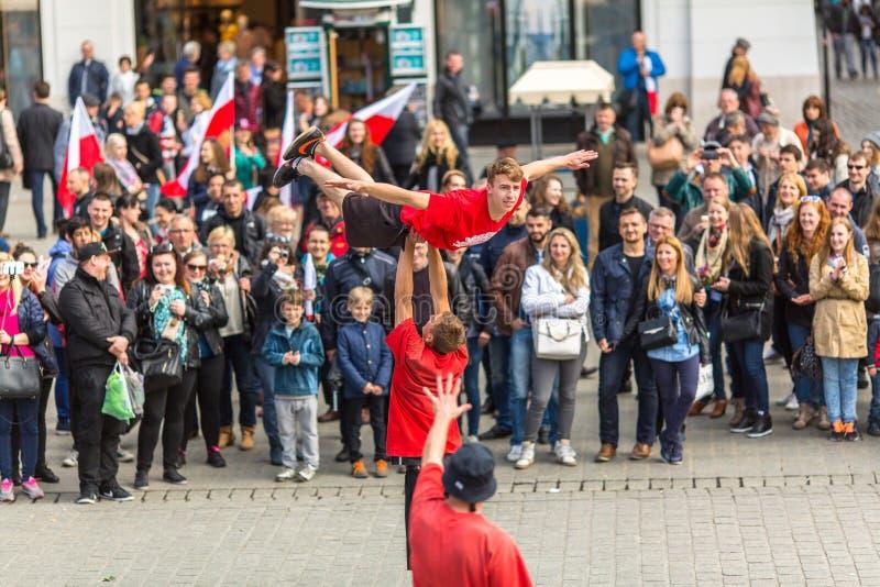 KRAKOW POLEN - under flaggmärkesdagen av republiken av polermedel - är den nationella festivalen arkivfoto