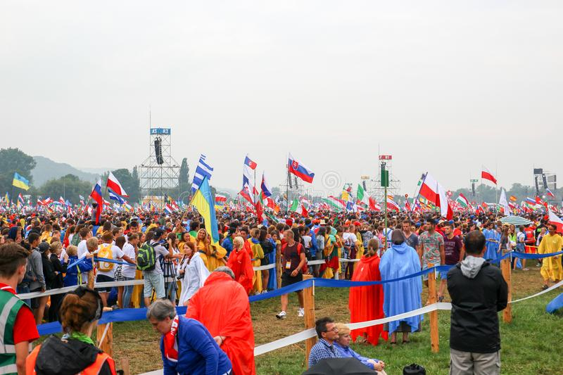 KRAKOW, POLSKA - 2016: Krakow Blonia, Światowy młodość dzień, pielgrzym obraz royalty free