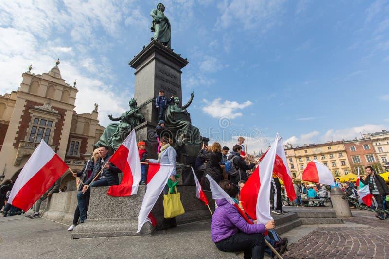 KRAKOW, POLSKA - flaga państowowa republika Polska dzień obrazy royalty free