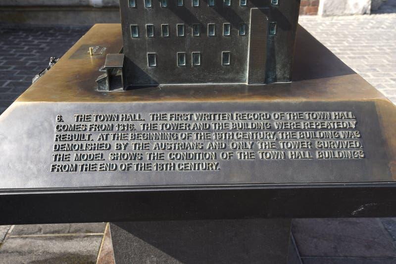 Krakow urząd miasta teraz iść ale wierza Budować wciąż stojaki w Targowym kwadracie zdjęcia royalty free