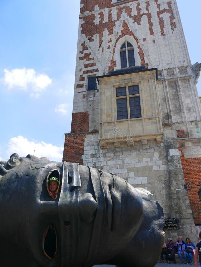 Krakow urząd miasta teraz iść ale wierza Budować wciąż stojaki w Targowym kwadracie obrazy stock