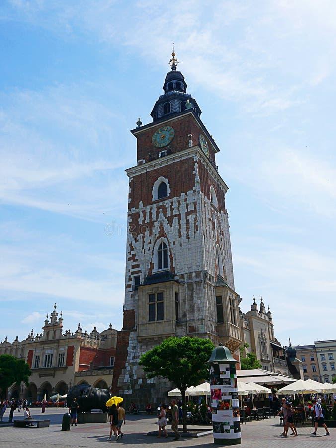 Krakow urząd miasta teraz iść ale wierza Budować wciąż stojaki w Targowym kwadracie fotografia stock