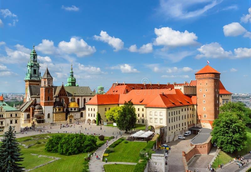 Krakow - Wawel slott på dagen poland royaltyfri bild