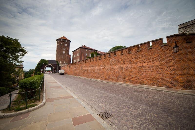 Krakow - Wawel slott på dagen, Wawel kulle med domkyrkan och castl royaltyfria bilder