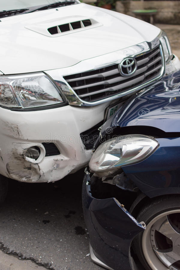 Kraksa samochodowa od wypadku samochodowego na drodze fotografia royalty free