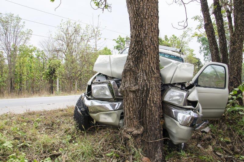 Kraksy samochodowej drzewo obraz royalty free