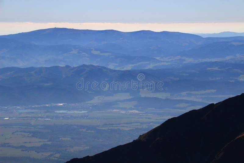 Kralova hola,低Tatra和波普拉德谷从高Tatra 图库摄影
