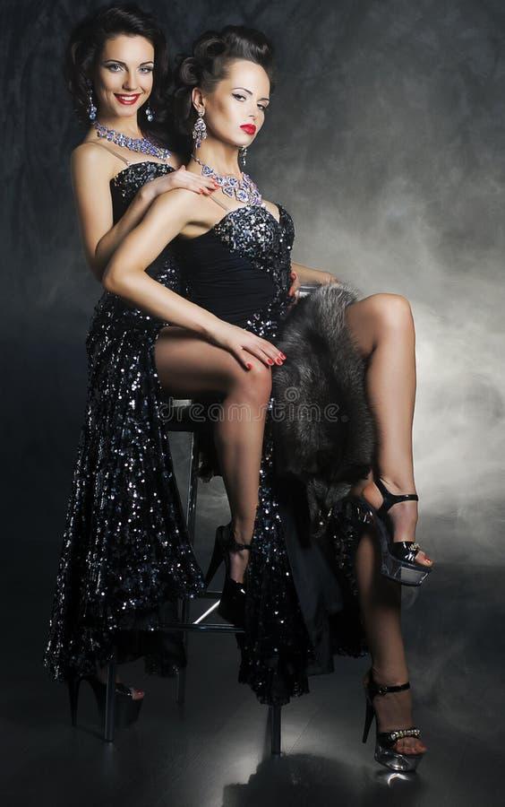 Krama för kvinnaflickvänner. Desire. Passion royaltyfria bilder