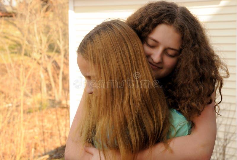 krama systrar arkivbild