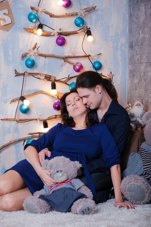 Kramar gravida par royaltyfri bild
