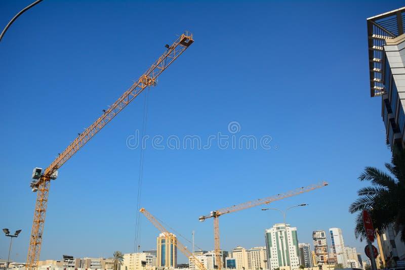 Kranar Doha, Qatar royaltyfria bilder