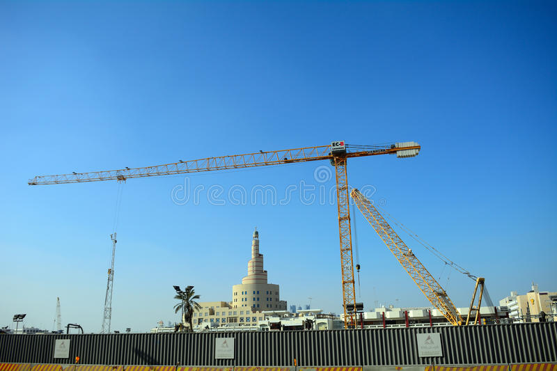 Kranar Doha, Qatar royaltyfri bild