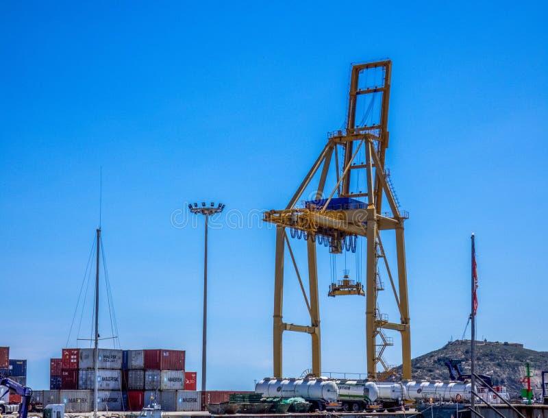 Kranen in Overzeese ladingshaven Cartagena, Spanje royalty-vrije stock foto