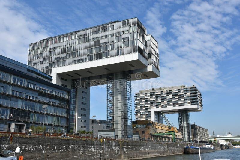 Kranhäuser modern arkitektur, på Köln royaltyfria bilder