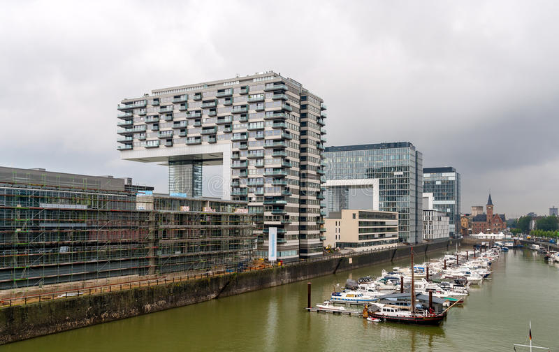 Kranhaus公寓和办公楼在科隆,德国 免版税图库摄影