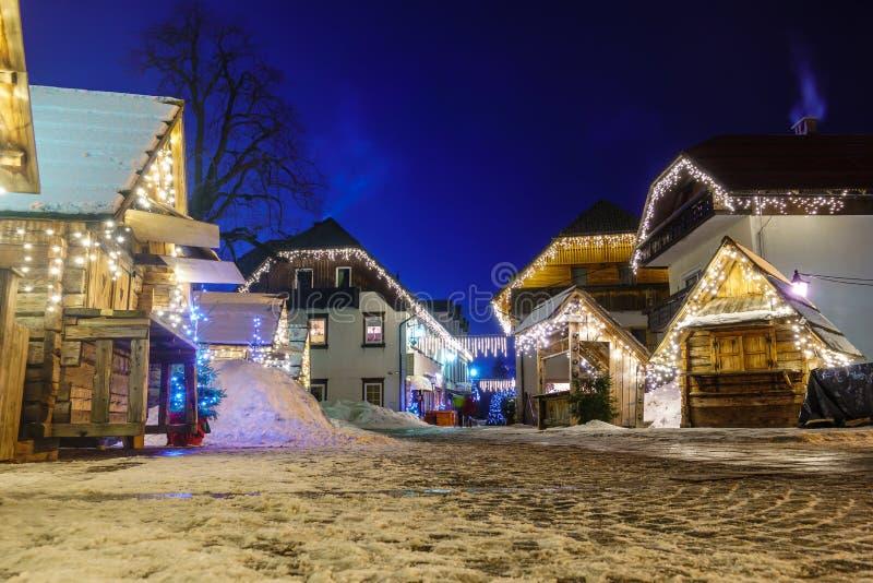 Kranjska Gora boże narodzenie Dekorujący kwadrat, Alpejska wioska nocą zdjęcie royalty free