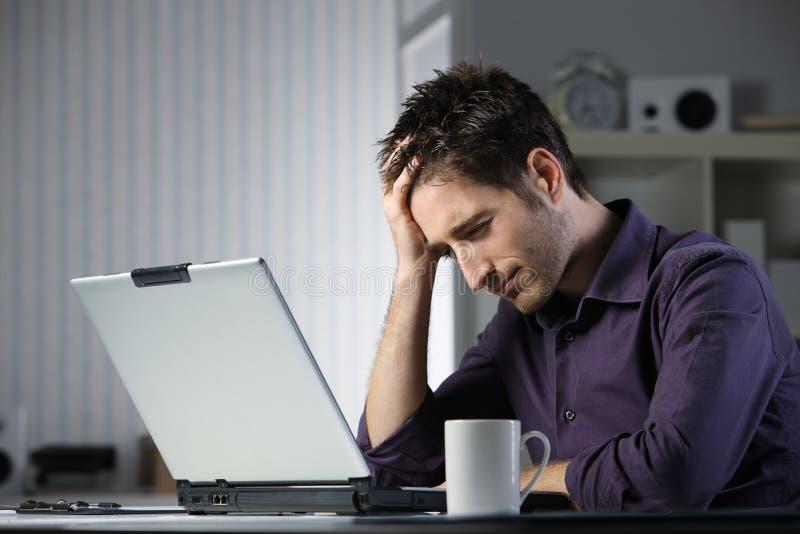 Krank und müde vom Studieren stockbilder