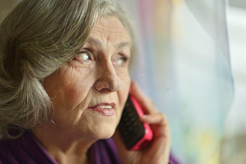 Kranke ältere Frau lizenzfreie stockbilder