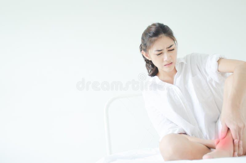 Kranke Frau mit den Schmerz stockfoto