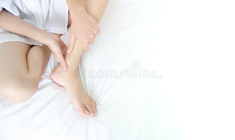 Kranke Frau mit den Schmerz lizenzfreies stockfoto