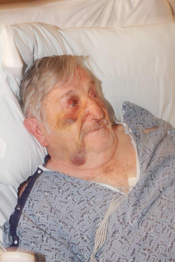Krankenhaus des älteren Mannes lizenzfreies stockbild