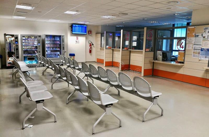 Krankenhausaufnahme-Warteraum stockbild