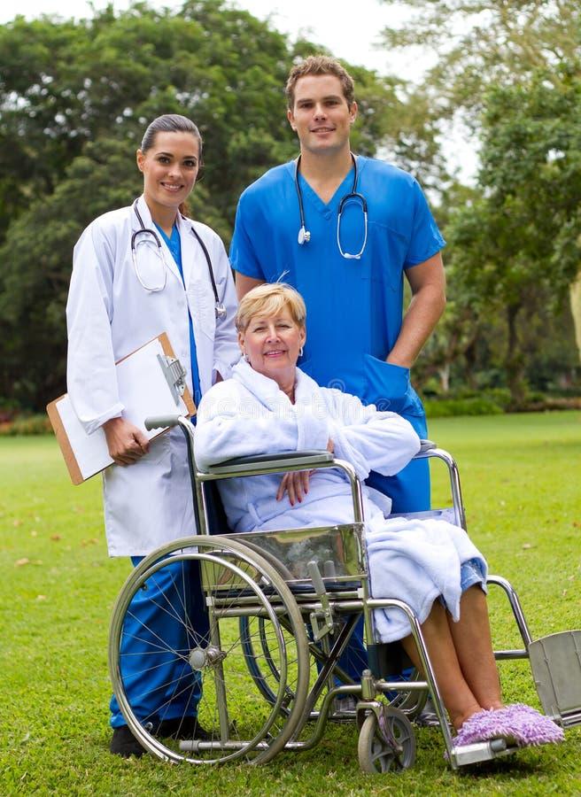 Krankenhausgarten lizenzfreie stockbilder