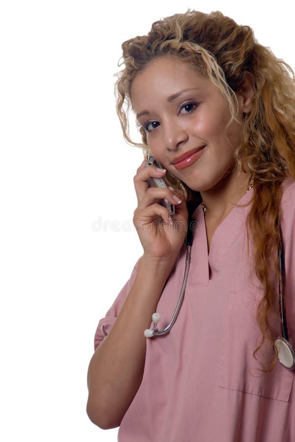 Krankenschwester auf ihrer Zelle stockfotos