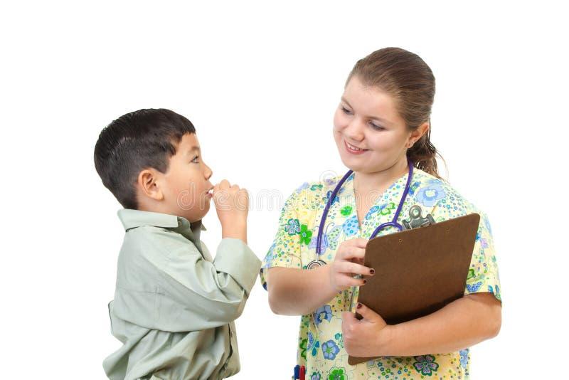 Krankenschwester spricht mit Patienten. lizenzfreies stockbild