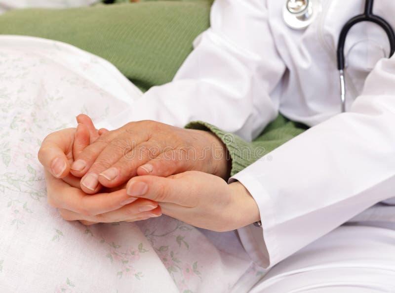 Krankenversicherung im hohen Alter stockbild