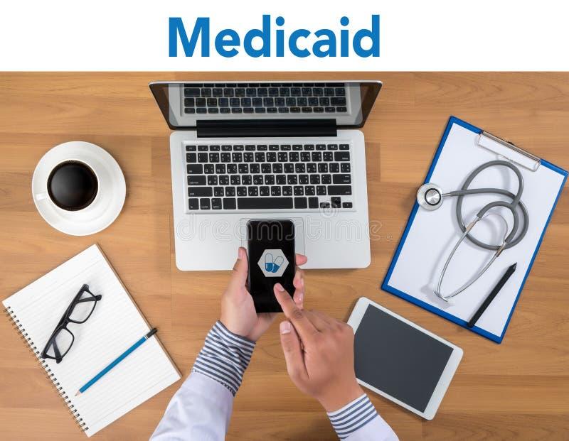 Krankenversicherung und Medicaid und Stethoskop lizenzfreies stockbild