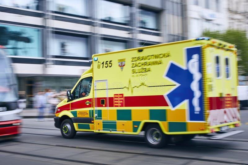 Krankenwagenauto der Notärztlichen Bemühung lizenzfreie stockbilder