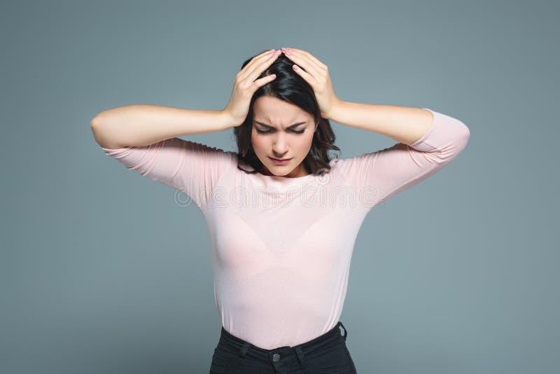 krankes Frauenleiden von den Kopfschmerzen lizenzfreies stockbild