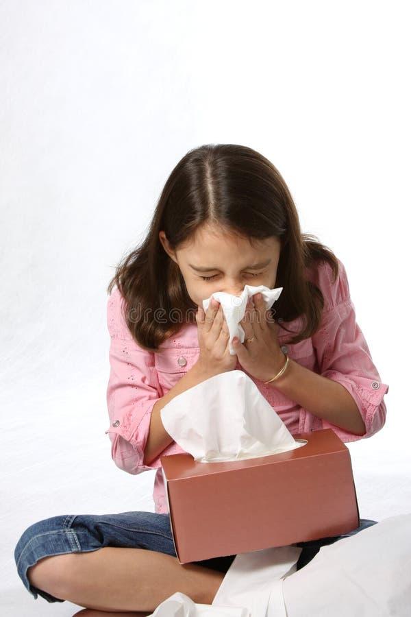 Krankes junges Mädchen mit Kälte stockbilder